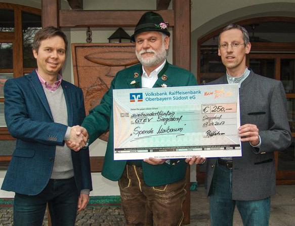 Gewerbeverbund spendet 250 Euro für neuen Maibaum in Siegsdorf
